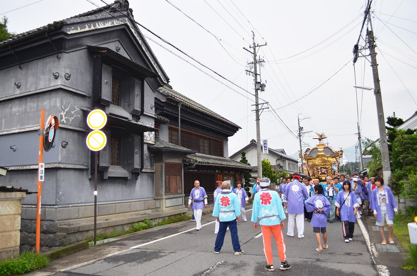 稲荷山の街なみと祇園祭